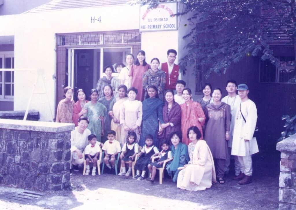 Picture with the first students of the school